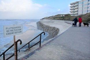 """El huracán """"Sabine"""" destruyó casi por completo una playa en Alemania"""