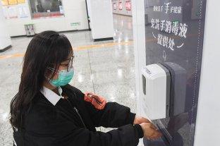 Las cepas del coronavirus sobreviven en los intestinos, según investigadores chinos