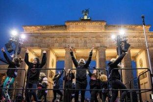 Miles de mujeres bailan contra la violencia machista en San Valentín berlinés por el One Billion Rising