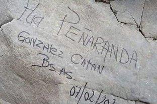 Turistas dejaron un graffiti en Mendoza y deberán pagar la limpieza