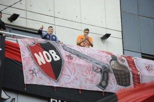 Maradona llegó a Rosario y saludó desde el hotel