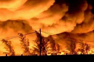 Se incendió un depósito de plásticos en Rosario y el humo cubrió gran parte de la ciudad