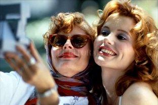 El revés del sueño americano - Una escapada de fin de semana, en apariencia liberadora, termina como una experiencia llena de episodios dramáticos para Thelma y Louise. La película provocó una intensa polémica en su tiempo, hoy es un clásico. -