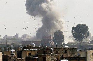 Denuncian bombardeos contra civiles tras el derribo de un avión en Yemen con 40 muertos