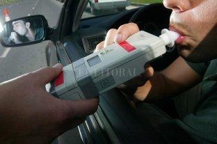 "¿Por qué un ""poquito"" de alcohol altera al cerebro para conducir? - Alcoholemia. El Municipio realiza controles de consumo de alcohol a conductores para evitar fatalidades. -"
