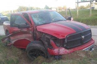 Chocó tres vehículos, lo detuvieron y destrozó la comisaría -