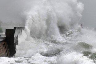 Alerta roja por la tormenta Dennis en el Reino Unido -  -