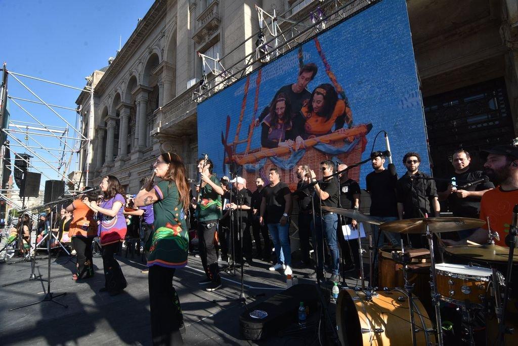 Canticuénticos durante el 5to. Mega concierto de Niños Cantores y Coro de Docentes, realizado en 2019 en la Plaza 25 de Mayo de la ciudad de Santa Fe. Crédito: Archivo El Litoral / Luis Cetraro