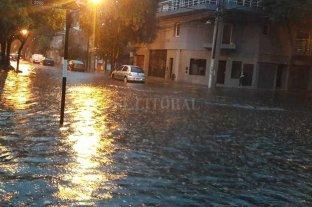 Zonas de Rosario anegadas por el temporal -  -