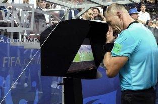 Fútbol: Analizan la posibilidad de que los equipos puedan pedir el VAR