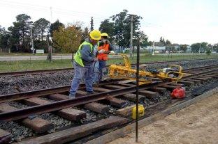 Peligra la continuidad de la obra de renovación de vías por falta de fondos - En suspenso. Los trabajadores están en estado de asamblea permanente, a la espera del resultado de la reunión entre la UTE y la Adif. -