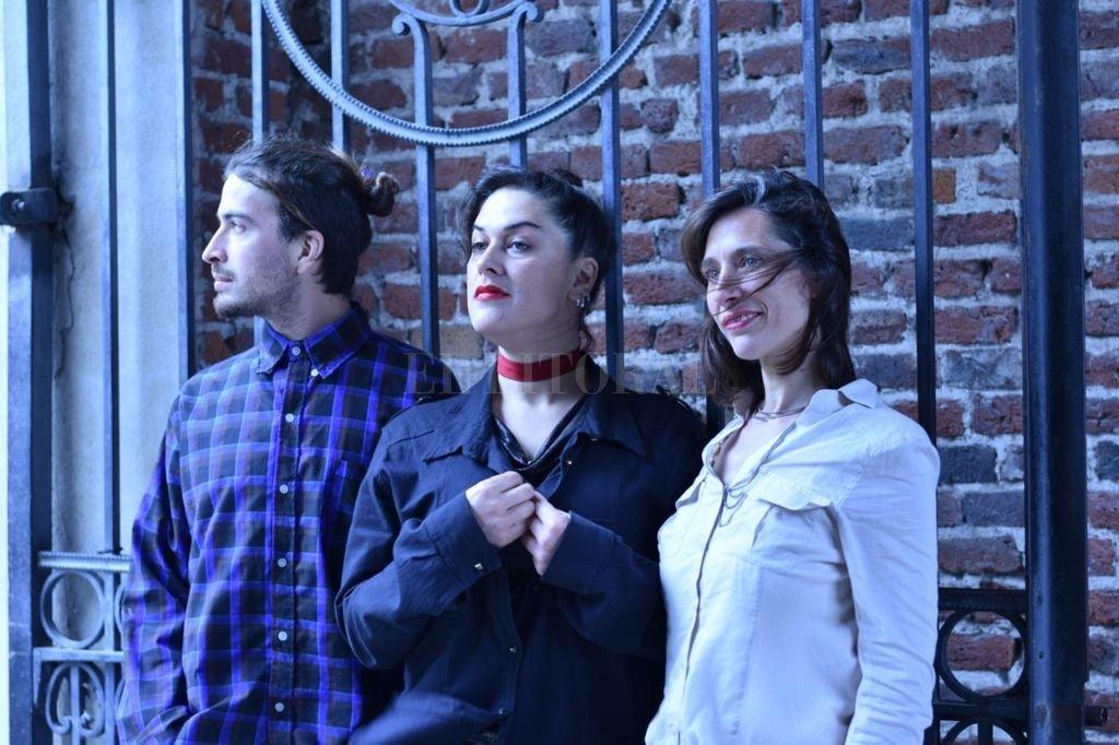Piantadas Tango es una formación nueva que integran dos mujeres en las voces, Selene Rozycki y Galit Schujovtzcki, acompañadas por Wenceslao Rozycki en guitarra. Crédito: Gentileza producción