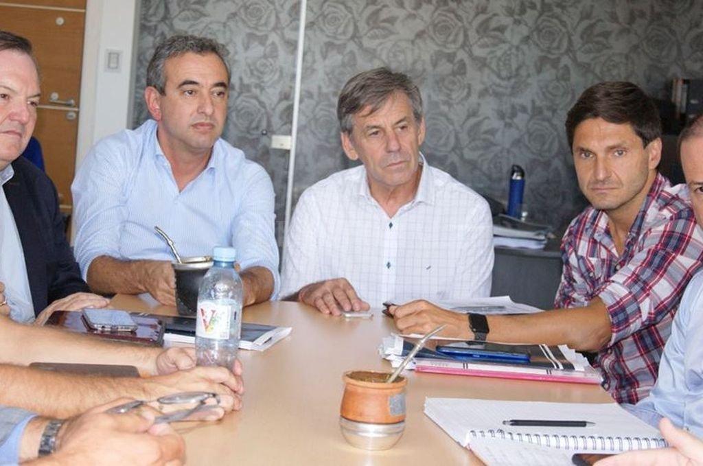 Legisladores radicales cierran filas con Jatón, Javkin y más intendentes - Michlig, Jatón, Javkin y Pullaro: preocupaciones en común. -