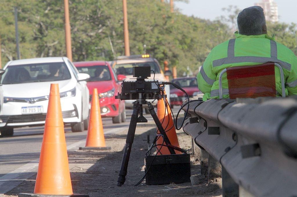 ¿Funcionan los radares? Sí, funcionan. Lo que no funciona es el envío de las multas a los infractores. Crédito: Archivo El Litoral / Mauricio Garín