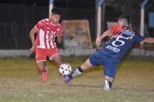 Crece en fútbol y emotividad - Ganó Unión. A primera hora, el tatengue venció a Ateneo en un entretenido partido disputado a orillas de la Laguna Setúbal. -