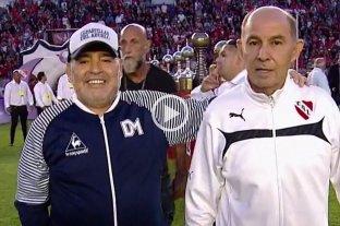 Maradona (el ídolo) y Bochini (el ídolo del ídolo), en un encuentro memorable -  -