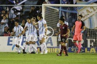 Atlético Tucumán rescató un empate sobre el final ante Lanus