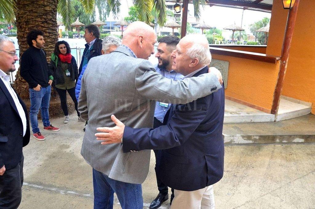 Miguel Lifschitz y Antonio Bonfatti, en un encuentro partidario de 2019.  Crédito: Archivo El Litoral
