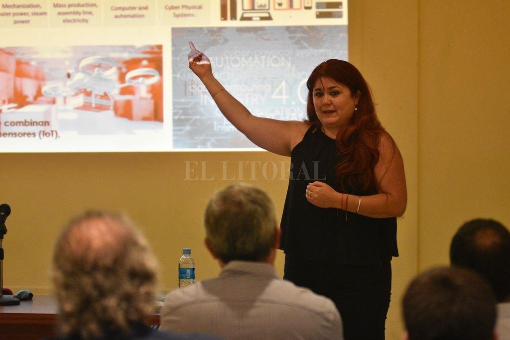 """""""Integración competitiva"""" para el puerto local con los del sur - Identidad portuaria y sinergia con la comunidad académica, dos valores relativos que Bearzotti reclamó para encauzar el destino. -"""