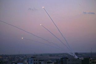 Palestina lanzó 20 cohetes a Israel tras la remoción con una excavadora del cadáver de un miliciano