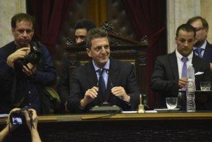 """Massa recibió a intendentes santafesinos en el Congreso - Los dirigentes locales estuvieron acompañados por el diputado Oscar """"Cachi"""" Martínez. -"""