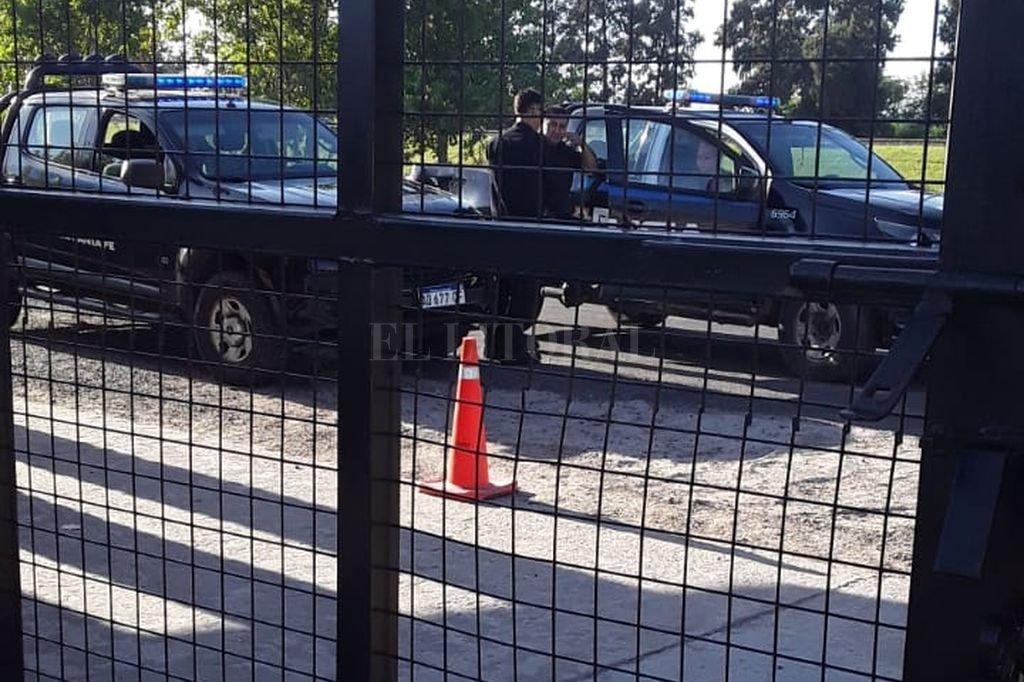 La policía vigila el entrenamiento Sabalero. Crédito: El Litoral