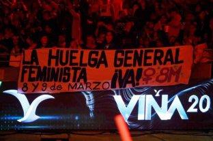 Protestas sociales y reclamos feministas se hicieron sentir en la segunda noche del Festival de Viña