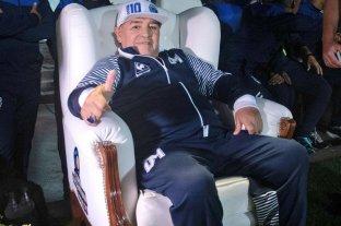 """Maradona criticó a la dirigencia de Boca: """"No me interesa una plaqueta ni que me reciban"""" -  -"""