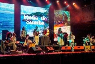 Hay conga en el hall - Roda de samba está integrada por Gonzalo Díaz, Nancy Abero, Gabriela Del Agua, Carla Prezotto, Hugo Rossi, Ivana Papini, Lucía Galán y Pablo Ferreyra. -