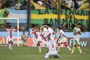 Talleres de Remedios de Escalada sorprendió a Aldosivi y avanzó en la Copa Argentina