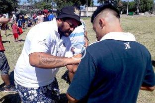 Rosario: Piri Weepu, campeón del mundo con All Blacks, visitó Botines Solidarios