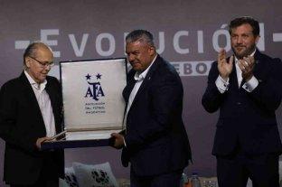Sabella fue homenajeado por los presidentes de la AFA y Conmebol