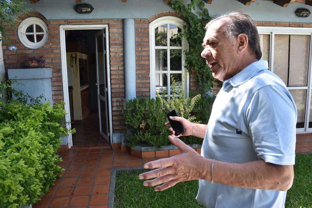 """""""Fue una desgracia con suerte y sin suerte"""", evaluó Eduardo Saucedo, que es abogado y vive en el barrio hace dos décadas. Crédito: Mauricio Garín"""