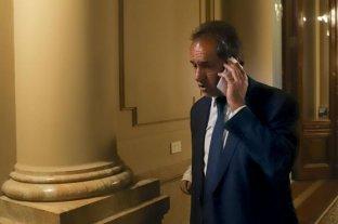 Denunciaron a Scioli por ocupar una banca para tratar las jubilaciones de privilegio - Daniel Scioli, en medio de su polémica participación en la sesión de la Cámara de Diputados del jueves.     -