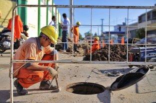 Barrio Los Hornos: avanza la obra de cloacas