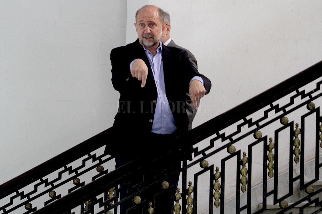 """Santa Fe en cesación de pagos y con """"superpoderes"""" por decreto - Omar Perotti, gobernador de la provincia. -"""
