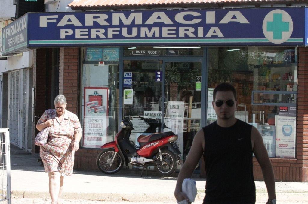 Consultamos a distintas farmacias del centro de la ciudad sobre la demanda y los precios de barbijos y alcohol en gel.   Crédito: Archivo El Litoral