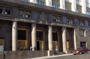 Con la curva de contagios estable, la economía argentina caería 4% -  -