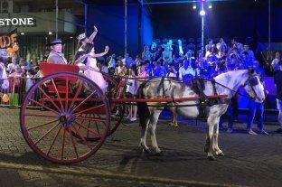 """Fiesta de la Vendimia: comenzó la  """"Vía Blanca de las Reinas"""" en las calles de San Rafael"""