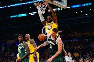 Los Angeles Lakers le ganó a Milwaukee Bucks en duelo entre líderes de conferencia