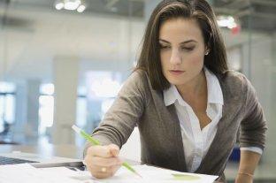 Ser mujer y trabajar es un camino cuesta arriba
