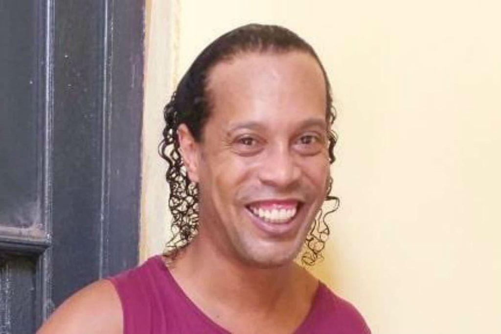 La primera foto de Ronaldinho detenido Crédito: @HernanRSotelo