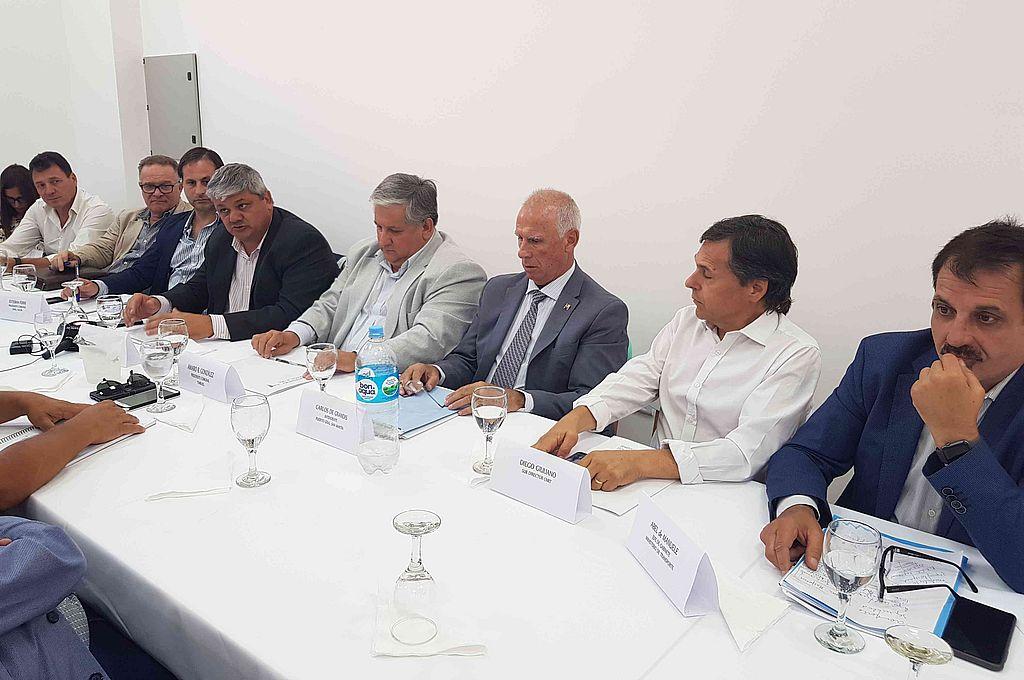 El temario de este encuentro fue la organización de la Cosecha 2020 que se realizará en los puertos del sur santafesino, proyectos de infraestructura y el Coronavirus. Crédito: Prensa Comuna Timbúes