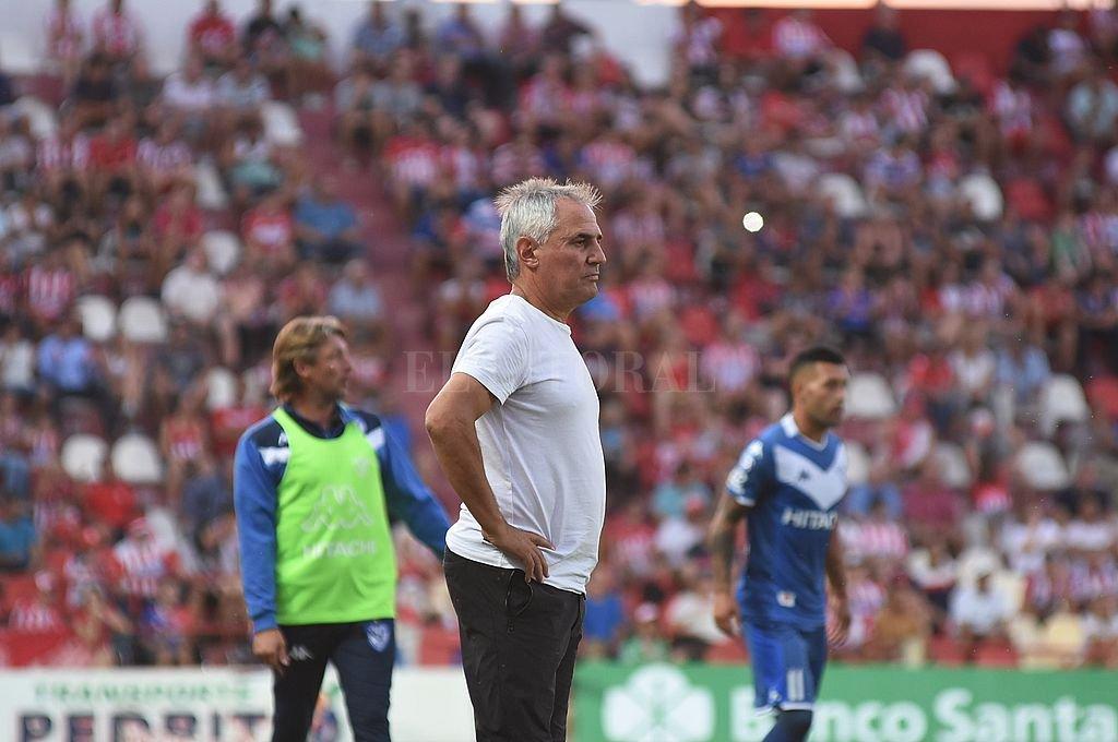 El partido contra Vélez habría sido el último del DT. Crédito: Manuel Fabatía