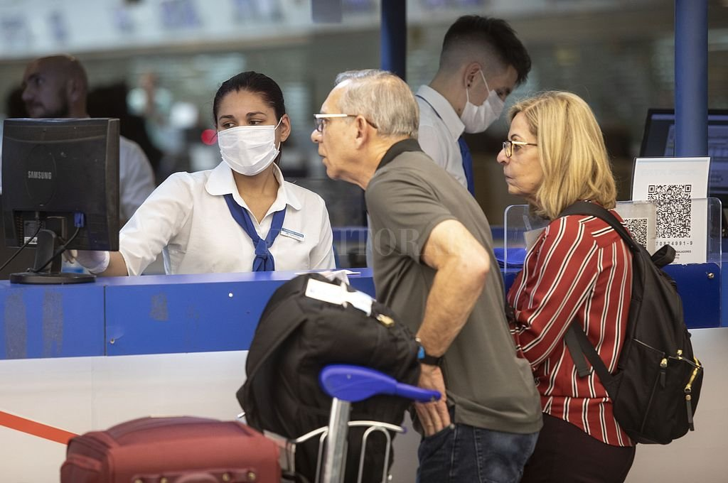 En duda. Desde las agencias de turismo de la ciudad recomiendan a los viajeros tener paciencia y no tomar decisiones precipitadas. Crédito: Xinhua