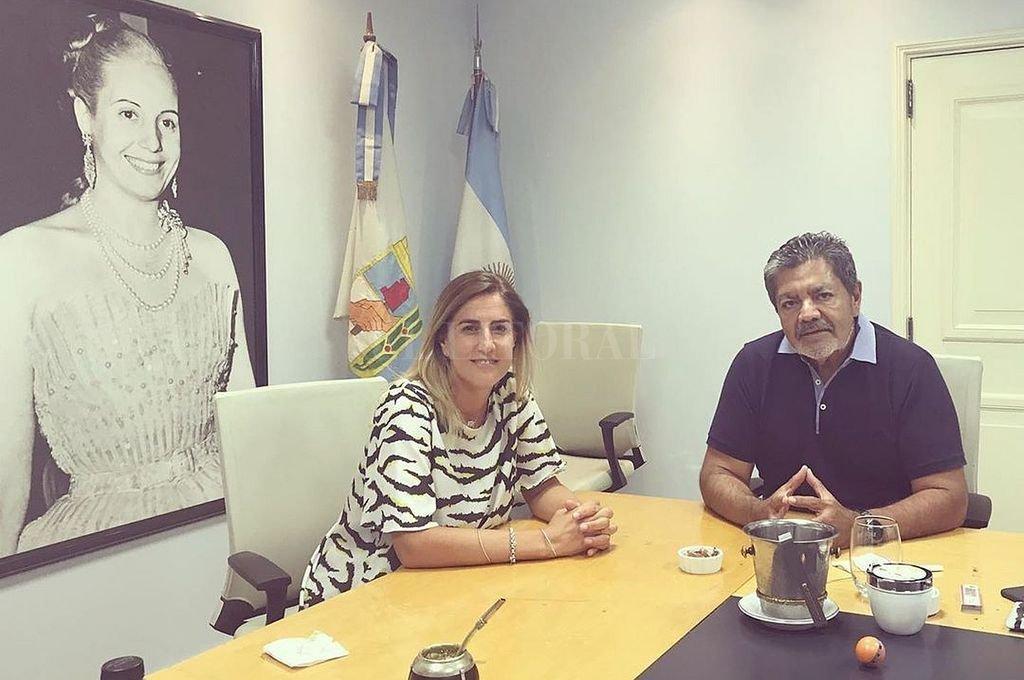 Arcando y Martínez con la imagen de Evita Crédito: Captura de Instagram