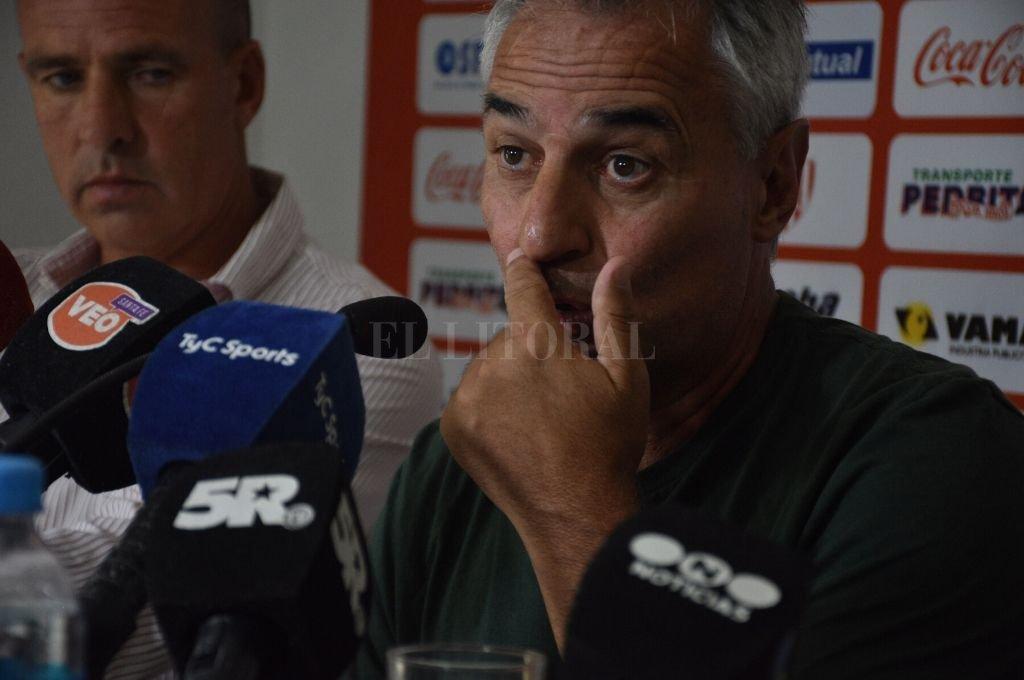 Leo Madelón admitió que esta decisión la iba a tomar antes del primer partido del año, ante Argentinos Juniors. Pero ese día el equipo ganó y tuvo un rendimiento que lo tranquilizó por un tiempo.   Crédito: Guillermo Di Salvatore