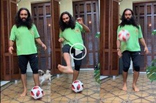 Desafío viral: Juan Pablo Sorín publicó un tutorial para levantar la pelota con dos pies