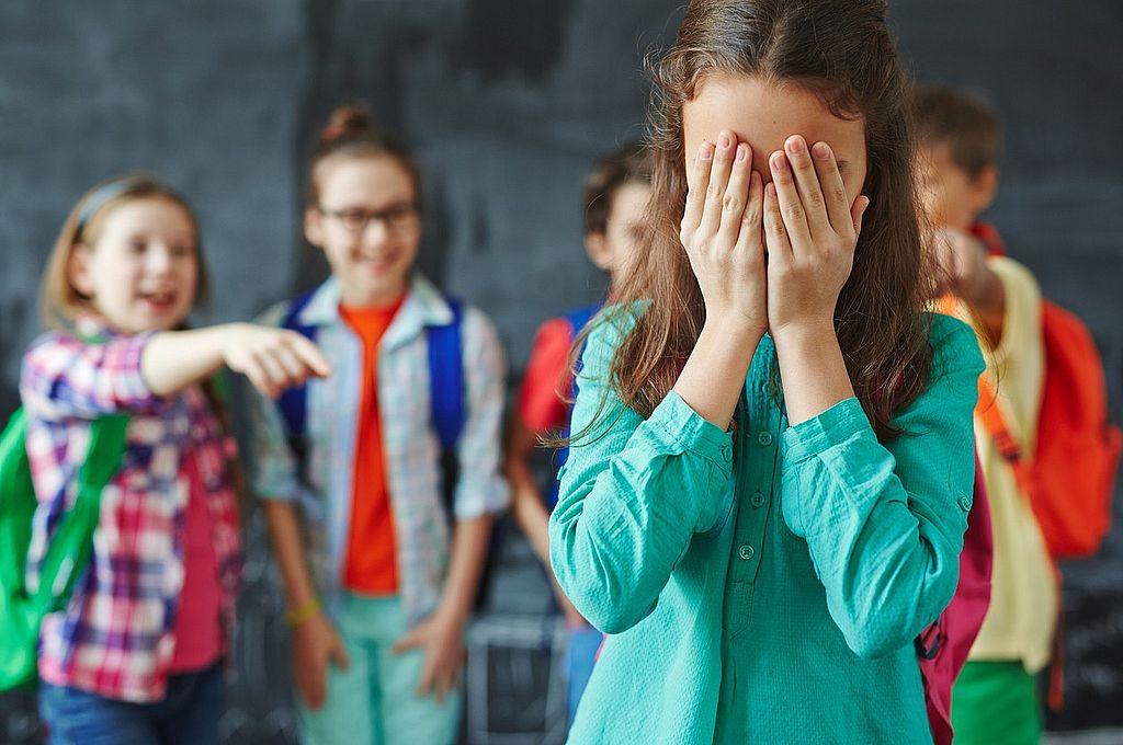 En Argentina, la diferencia de aprendizaje entre los estudiantes con mayor y menor exposición al maltrato verbal es de 33 puntos, equivalentes a 0,8 años escolares.  Crédito: Archivo