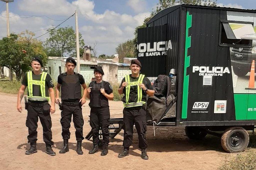 Policías custodian los ingresos y egresos de Ceres. Crédito: Gentileza